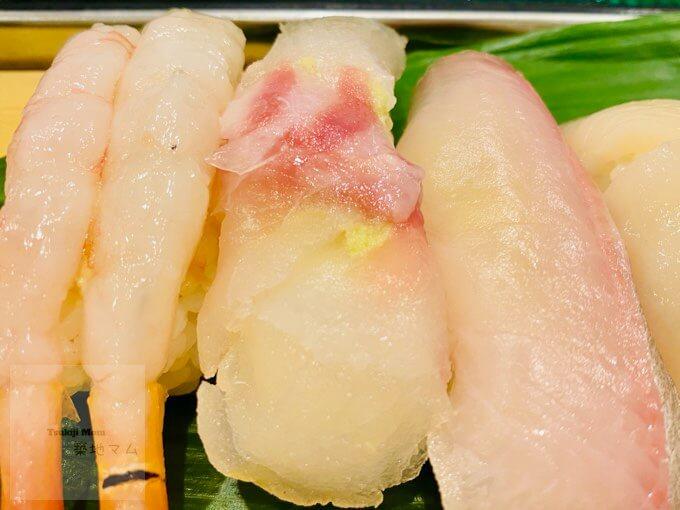 豊洲市場磯寿司のカンパチ、真鯛、帆立の握り寿司