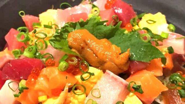 市場人が案内【豊洲市場で安い飲食店】休日ランチなら『海鮮丼/肉寿司』が人気『山はら』さん
